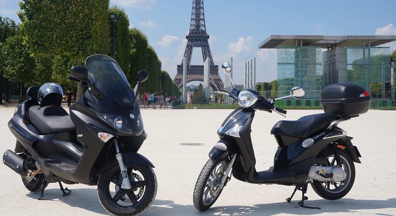 Scooter and motorcycle rental in Paris